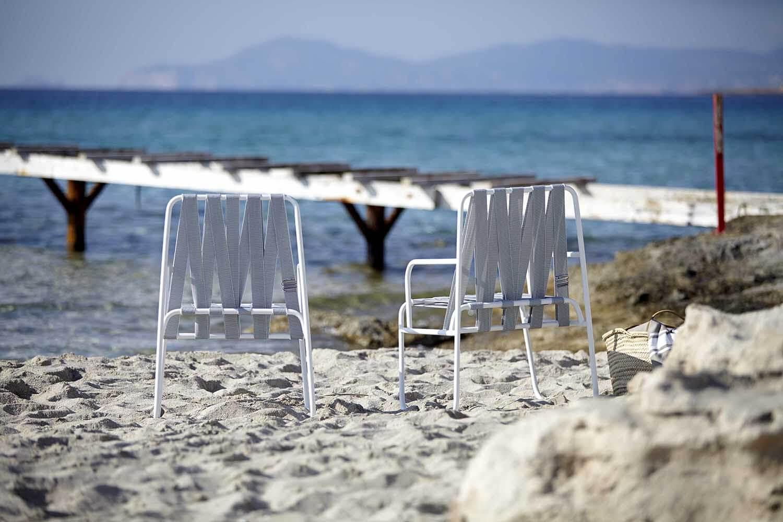 Dozequinze-armchairs-beach-ambience-image-2