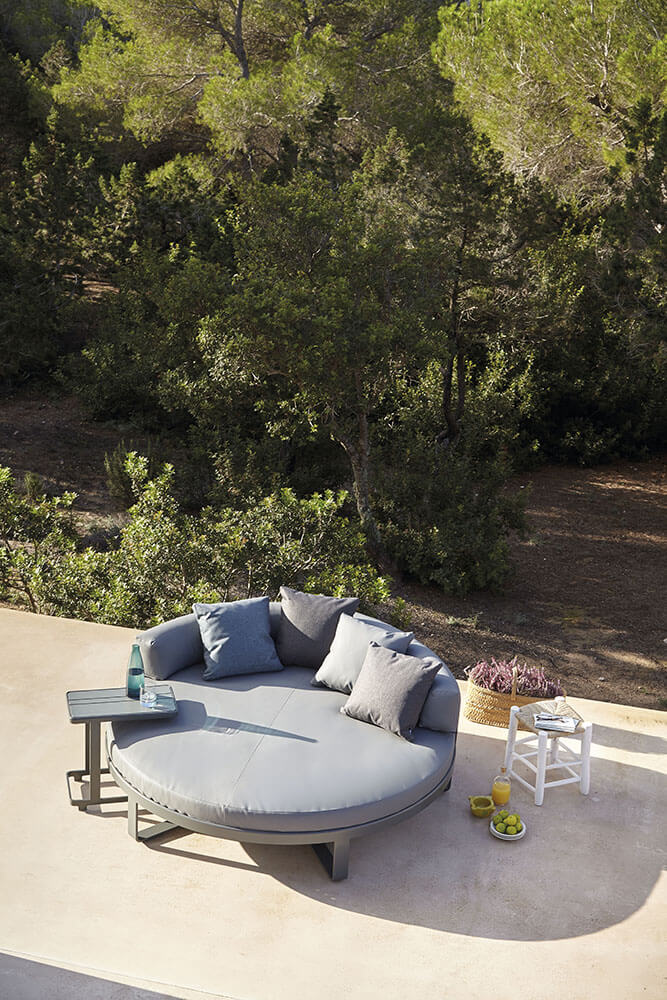 Flat-anthracite-circular-chill-bed-and-side-table-ambience-image-1