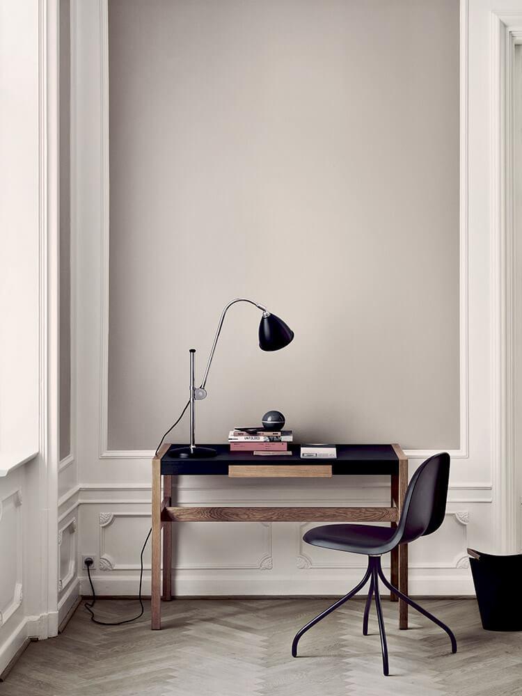 Bestlite bl1 table lamp - black-chrome gubi 9 chair - swivel base - black